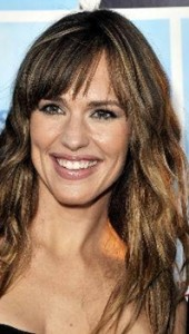 jennifer garner brown wavy hair with wispy side bangs