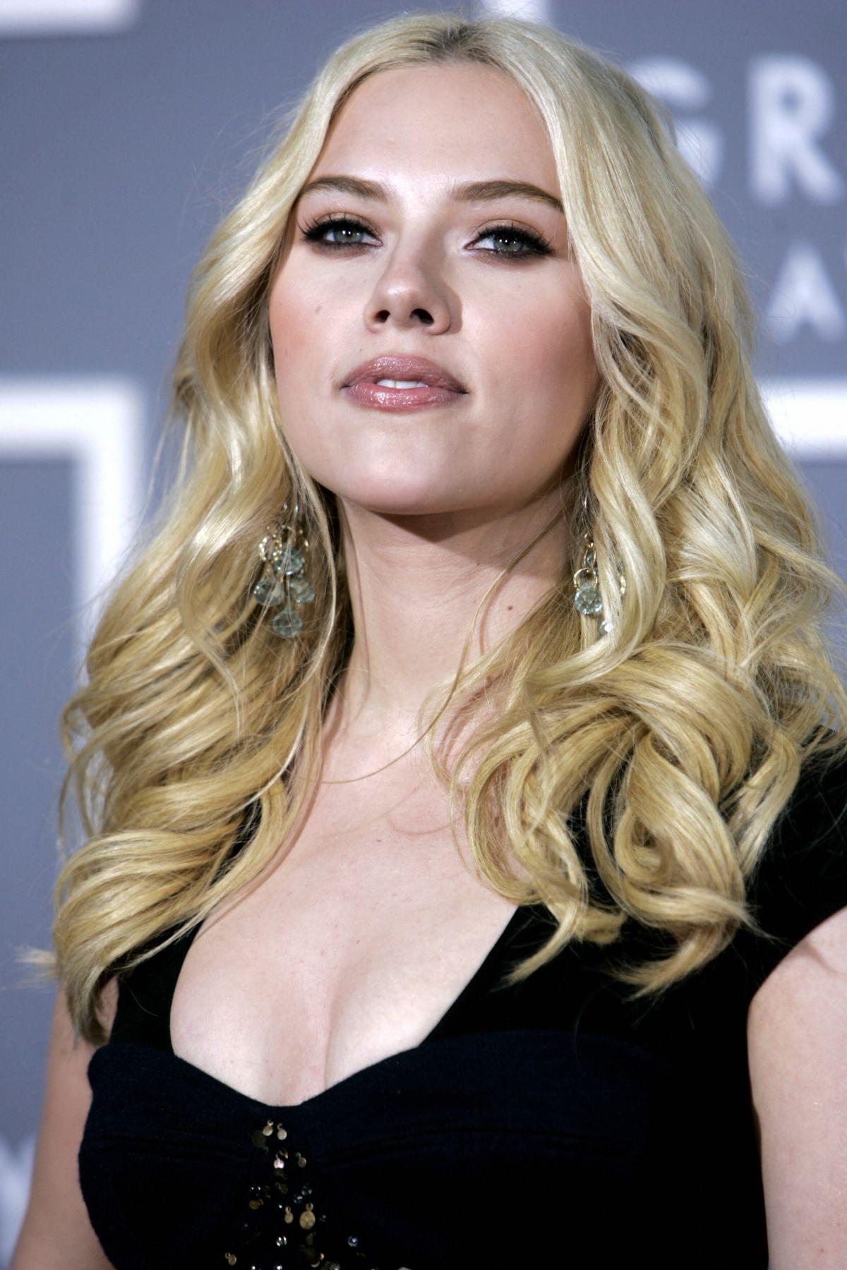 Scarlett Johansson pics 2012