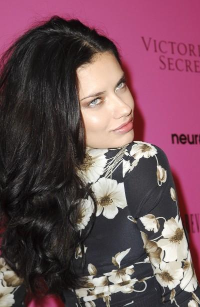 adriana lima hair color 2012